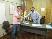 Novo servidor toma posse do cargo de Oficial Legislativo.